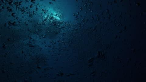 vídeos y material grabado en eventos de stock de burbujas moving submarino - diseño ondulado