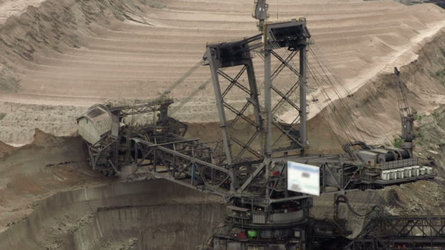 stockvideo's en b-roll-footage met bucket-wheel excavator - bouwmachines
