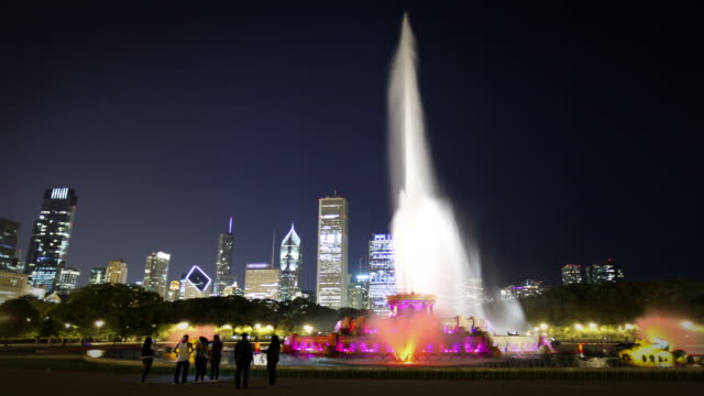 buckingham fountain, chicago - buckingham fountain stock videos & royalty-free footage