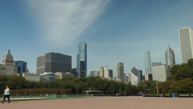 buckingham fountain in chicago il on thursday september 21 2017 photographer christopher dilts shots wide full shot of buckingham fountain as... - buckingham fountain stock videos and b-roll footage