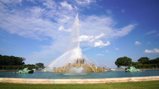 buckingham fountain in grant park, chicago, usa. - buckingham fountain stock videos and b-roll footage