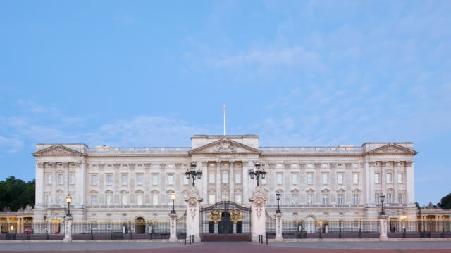 t/l buckingham palace and clouds, london, england - buckingham stock videos & royalty-free footage