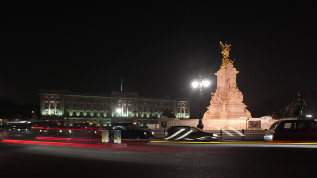 T/L WS Buckingham Palace at night with traffic