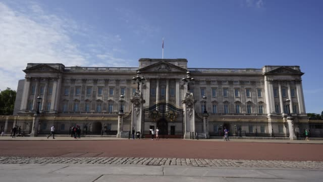 buckingham palace during covid-19 on september 10, 2020 in london, united kingdom. the office for national statistics reported the uk's gdp fell by... - 10 11 years stock videos & royalty-free footage