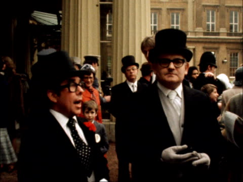 ronnie corbett ronnie barker c england london buckingham palace actually i won't befor the cameras laughter ekt 16mm itn 47 secs 295 ft 7278/nat - 1978 stock videos & royalty-free footage