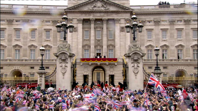 buckingham palace jewellery exhibition to mark diamond jubilee; lib ext queen elizabeth waving from balcony of buckingham palace to cheering crowds... - diamond jubilee stock videos & royalty-free footage