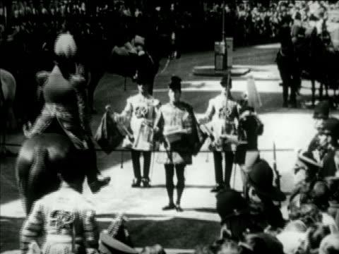 vídeos y material grabado en eventos de stock de buckingham palace ha ws royal herald standing in street w/ others formally proclaiming date for coronation of elizabeth ii ws noblemen clergy... - jurado derecho