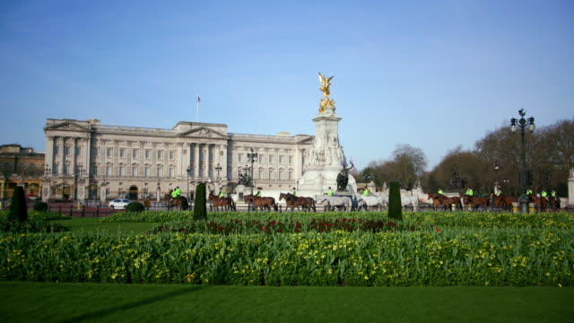 buckingham palace westminster  london - buckingham stock videos & royalty-free footage