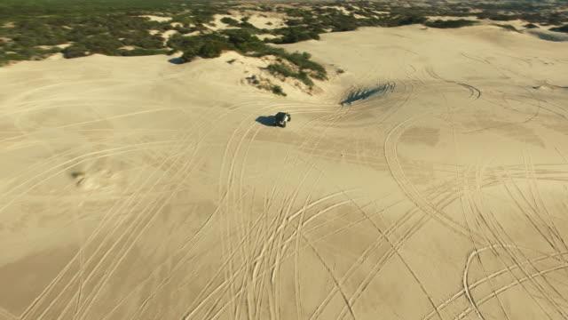 spänn fast dig och gör dig redo för dynerna - namibian desert bildbanksvideor och videomaterial från bakom kulisserna