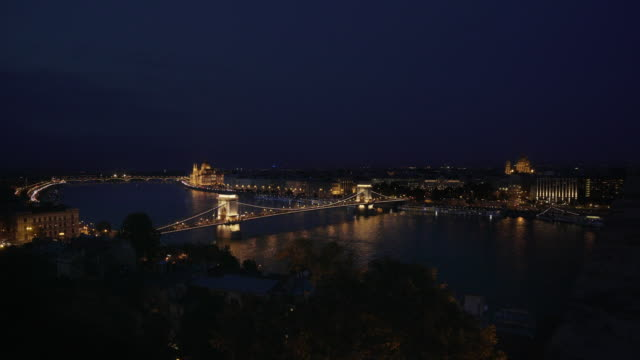 budapest and the széchenyi chain bridge at night - széchenyi chain bridge stock videos and b-roll footage