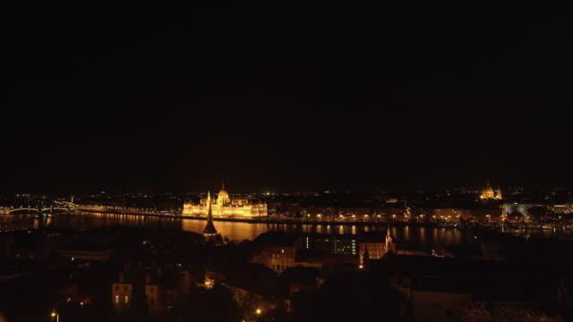 ブダペスト、夜 ungarian 国会議事堂 - ブダペスト点の映像素材/bロール