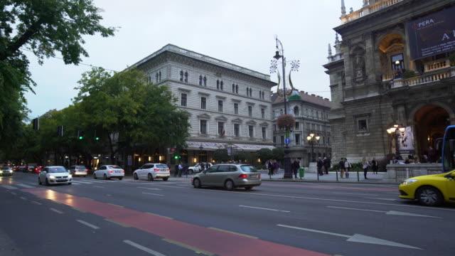 budapest andrássy út och ungerska staten opera house - ungersk kultur bildbanksvideor och videomaterial från bakom kulisserna