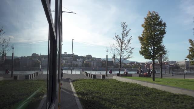 vídeos de stock, filmes e b-roll de budapest by tram - ponto de vista de bonde