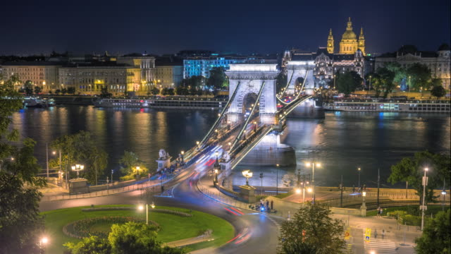 budapest city skyline with st. stephen's basilica and chain bridge at danube river, day to night time lapse, budapest, hungary - budapest video stock e b–roll