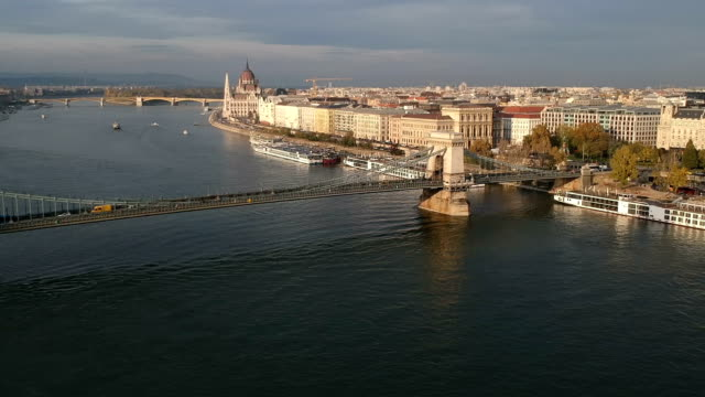 budapest cityscape and széchenyi chain bridge - chain bridge suspension bridge stock videos & royalty-free footage