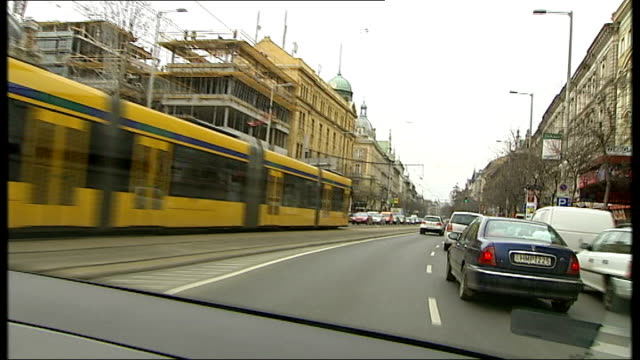 construction work / commuters / banks / river danube; hungary: budapest: int car point of view shots from moving car as drives into city ext general... - ungarn stock-videos und b-roll-filmmaterial