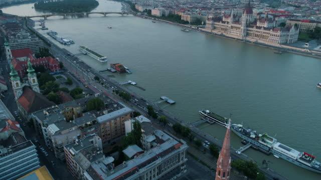 vídeos de stock e filmes b-roll de budapest drone. 4k - ponte széchenyi lánchíd