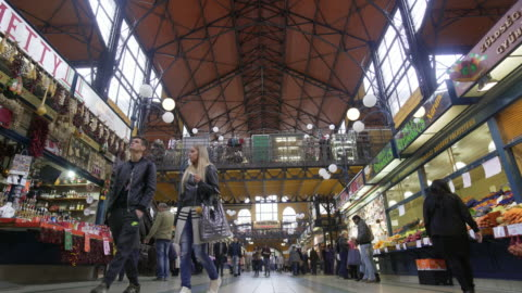 vídeos y material grabado en eventos de stock de budapest great market hall (central market hall) inside - budapest