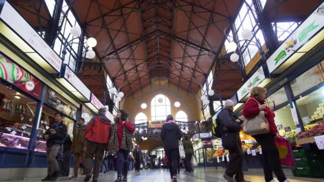 vídeos y material grabado en eventos de stock de budapest great market hall (central market hall) inside - cultura húngara