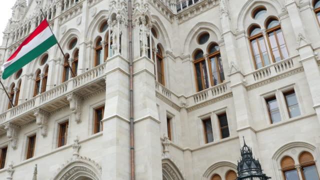 vidéos et rushes de facade du parlement hongrois de budapest - culture hongroise