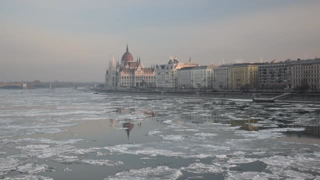 budapest in winter - ブダペスト点の映像素材/bロール