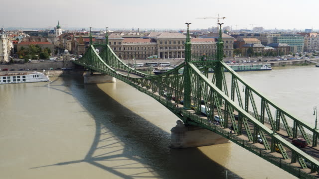 budapest liberty bridge (freedom bridge, szabadság híd) - liberty bridge budapest stock videos & royalty-free footage