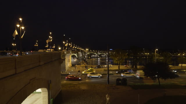 budapest margaret bridge (margit híd) at night - royal palace of buda stock videos & royalty-free footage