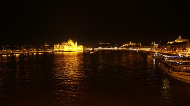 夜北からブダペスト スカイライン - 鎖橋点の映像素材/bロール