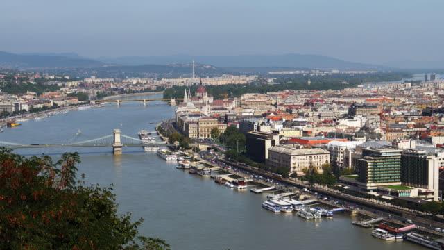 南からブダペスト スカイライン - 鎖橋点の映像素材/bロール