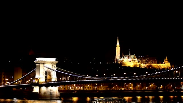 budapest széchenyi chain bridge and danube river by night - széchenyi chain bridge stock videos & royalty-free footage