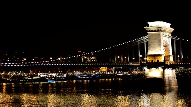 budapest széchenyi chain bridge and danube river by night - széchenyi chain bridge stock videos and b-roll footage
