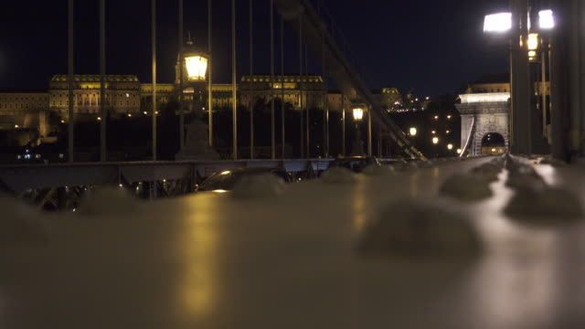 budapest széchenyi chain bridge - széchenyi chain bridge stock videos & royalty-free footage