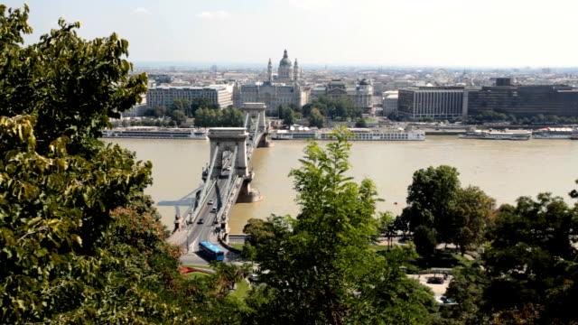 vidéos et rushes de budapest - pont des chaînes széchenyi
