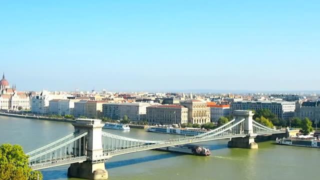 budapest - ponte con catene ponte sospeso video stock e b–roll