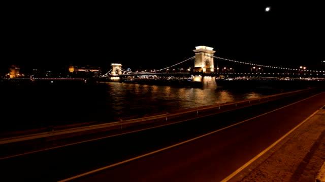 vidéos et rushes de budapest - pont à chaînes pont suspendu
