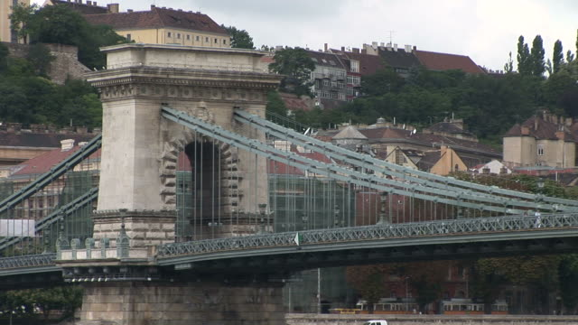 stockvideo's en b-roll-footage met budapestchain bridge in budapest hungary - traditionally hungarian