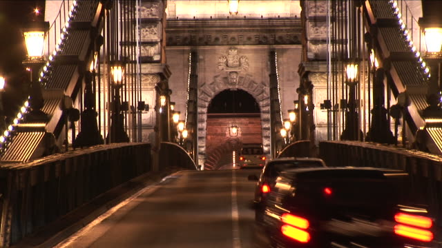 budapestclose view of chain bridge in budapest hungary - chain bridge suspension bridge stock-videos und b-roll-filmmaterial