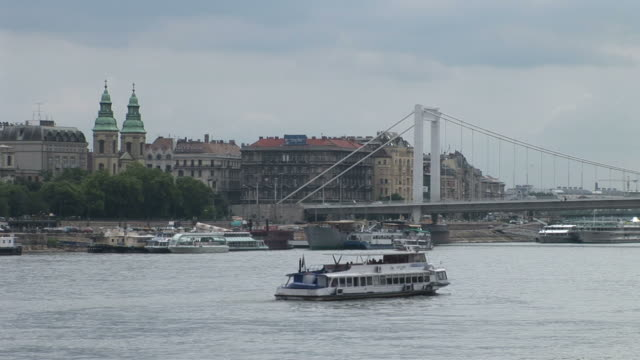 stockvideo's en b-roll-footage met budapestdanube river in budapest hungary - traditionally hungarian