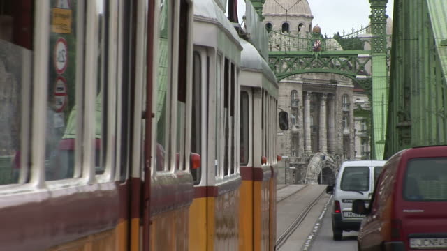 stockvideo's en b-roll-footage met budapestliberty bridge in budapest hungary - traditionally hungarian