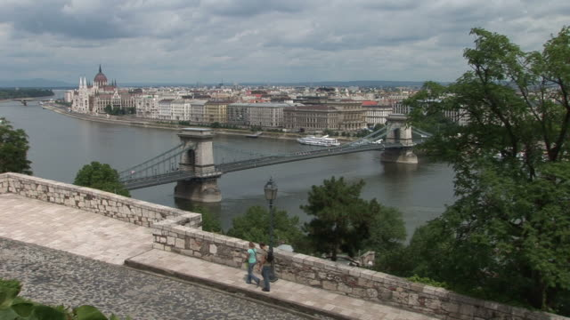 budapestlong view of chain bridge in budapest hungary - chain bridge suspension bridge stock videos & royalty-free footage