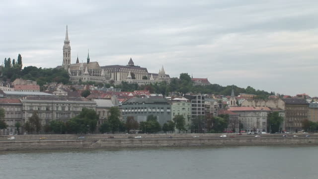 budapestlong view of mattias church in budapest hungary - 宗教施設点の映像素材/bロール