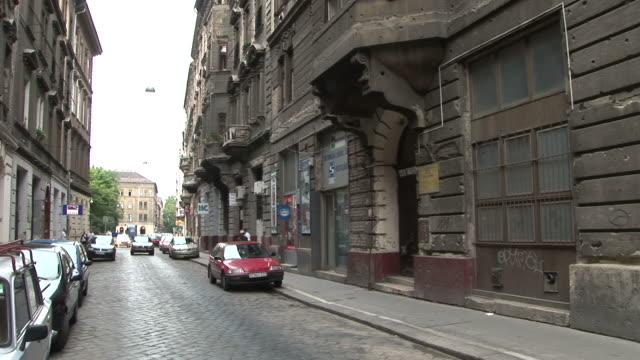 vidéos et rushes de budapestview of a street in budapest hungary - culture hongroise
