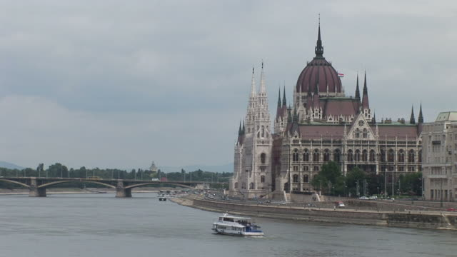 stockvideo's en b-roll-footage met budapestview of danube river and parliament house in budapest hungary - traditionally hungarian