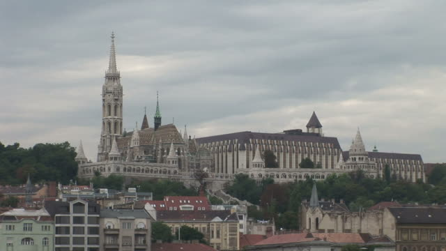 budapestview of mattias church in budapest hungary - 宗教施設点の映像素材/bロール