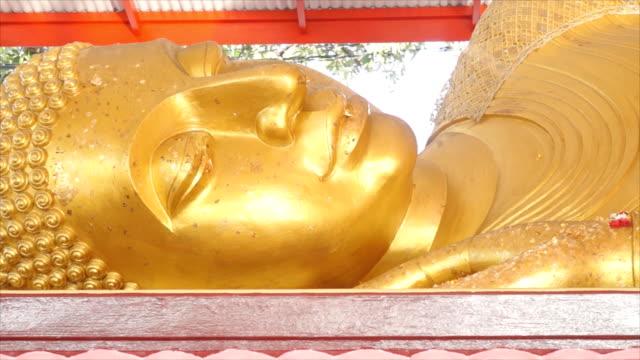 buddha gold statue - luta sig tillbaka bildbanksvideor och videomaterial från bakom kulisserna