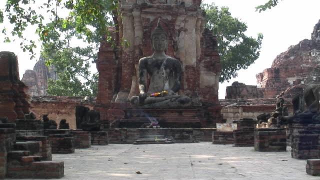 ws buddha statue at wat chaiwatthanaram / ayutthaya, thailand - ワットチャイワタナラム点の映像素材/bロール
