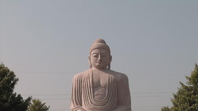 vidéos et rushes de ws, zi, cu, buddha statue, bodh gaya, bihar, india - modèle réduit