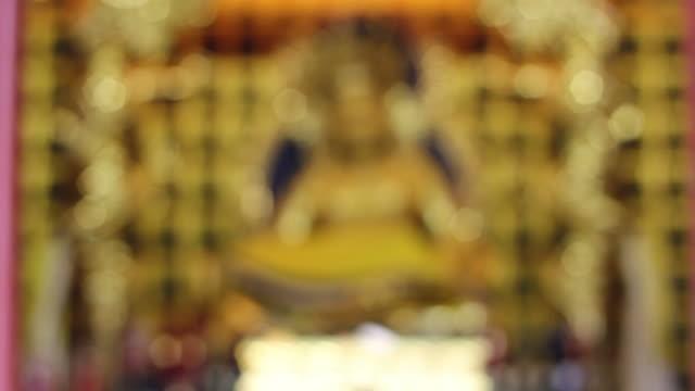 r/f buddha statue in chinese temple/xian,shaanxi,china - intoning bildbanksvideor och videomaterial från bakom kulisserna