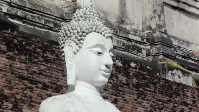 ws zo buddha statues at wat yai chai mongkhon temple / ayutthaya, thailand - アユタヤ県点の映像素材/bロール
