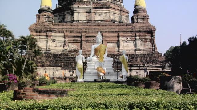 ms zi buddha statues at wat yai chai mongkhon temple / ayutthaya, thailand - アユタヤ県点の映像素材/bロール